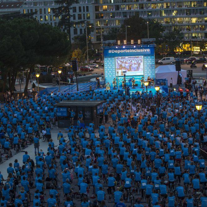 Fundación Sanitas: Récord Guinness en Ciclo Indoor en la Plaza de Colón, Madrid.